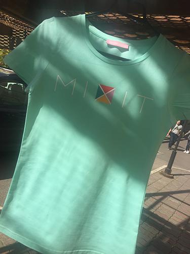 прямая печать логотипа на футболке wearcraft