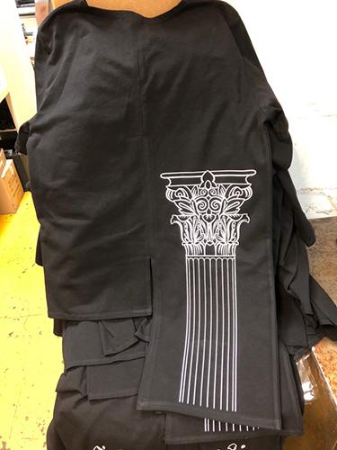 Нанесение пленкой на дизайнерской одежде